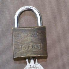 Antigüedades: CANDADO TIFON. 5X3CM. Lote 198474467