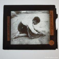 Antigüedades: ANTIGUO CRISTAL LINTERNA MAGICA - LA PROMETENÇA - PRECINEMA INFANTIL EDUCATIVO MUY RARO - 10X8,5 CM. Lote 198618578