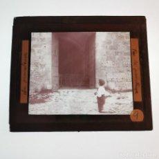 Antigüedades: ANTIGUO CRISTAL LINTERNA MAGICA - LA PROMETENÇA - PRECINEMA INFANTIL EDUCATIVO MUY RARO - 10X8,5 CM. Lote 198618605