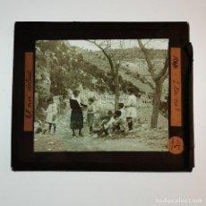Antigüedades: ANTIGUO CRISTAL LINTERNA MAGICA - EL NOI DOLENT - JOSEP Mª FOLCH TORRES - PRECINEMA - 10X8,5 CM. Lote 198618893