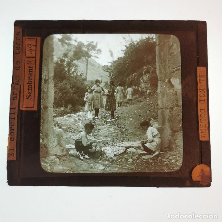 ANTIGUO CRISTAL LINTERNA MAGICA - EL NOI DOLENT - JOSEP Mª FOLCH TORRES - PRECINEMA - 10X8,5 CM (Antigüedades - Técnicas - Aparatos de Cine Antiguo - Linternas Mágicas Antiguas)