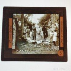 Antigüedades: ANTIGUO CRISTAL LINTERNA MAGICA - EL NOI DOLENT - JOSEP Mª FOLCH TORRES - PRECINEMA - 10X8,5 CM. Lote 198618977