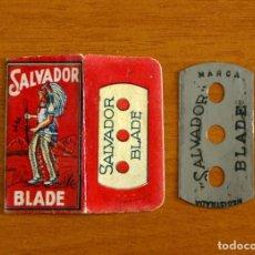 Antigüedades: FUNDA-SOBRE DE HOJA DE AFEITAR - SALVADOR BLADE - ROJO - CON CUCHILLA - AÑO 1944. Lote 198823030
