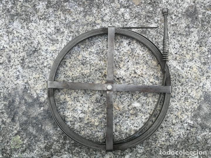 Antigüedades: ANTIGUA Y PRECIOSA GUIA DESATASCADOR DE FONTANERO ELECTRICISTA ? - PARECE HECHA EN ACERO - COMPLE - Foto 2 - 199066548