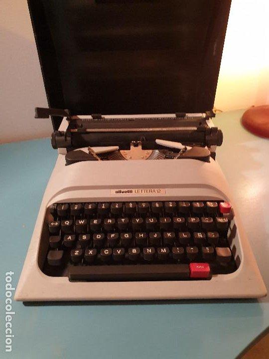 MAQUINA DE ESCRIBIR OLIVETTI LETTERA 12 CON FUNDA (Antigüedades - Técnicas - Máquinas de Escribir Antiguas - Olivetti)