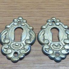 Antigüedades: 2 BOCALLAVES BOCA LLAVE EN METAL. Lote 199210810