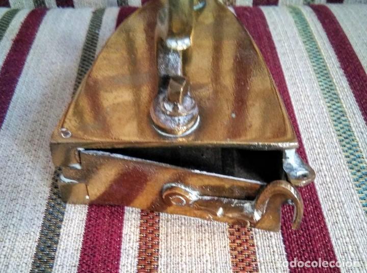 Antigüedades: ANTIGUA PLANCHA DE BRONCE CON SU SOPORTE - Foto 10 - 199223041