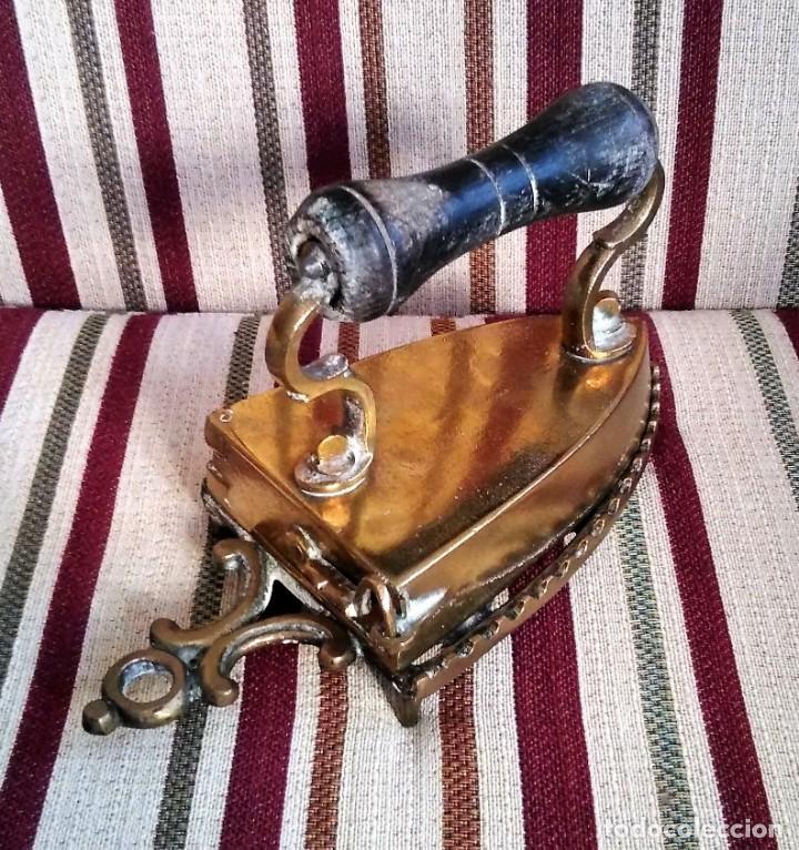 Antigüedades: ANTIGUA PLANCHA DE BRONCE CON SU SOPORTE - Foto 12 - 199223041