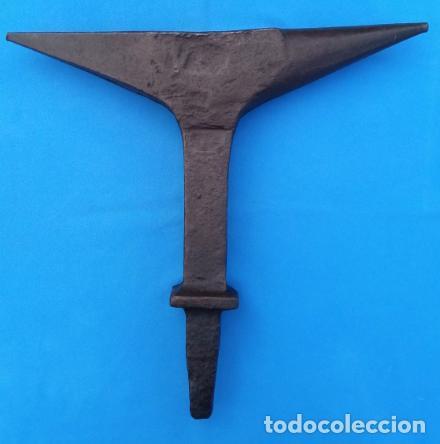 Antigüedades: YUNQUE BIGORNIA ANTIGUO EN HIERRO FORJA -S. XVIII-. 36.5 CMS DE ALTO Y 9.5 KGR DE PESO. - Foto 11 - 199327908