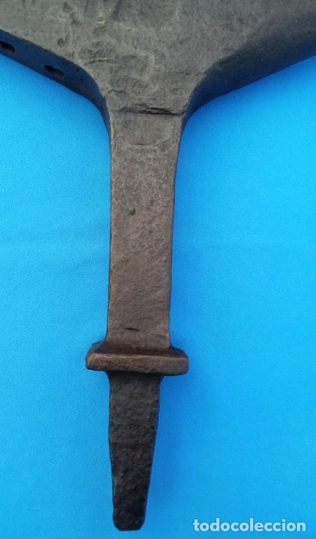 Antigüedades: YUNQUE BIGORNIA ANTIGUO EN HIERRO FORJA -S. XVIII-. 36.5 CMS DE ALTO Y 9.5 KGR DE PESO. - Foto 13 - 199327908