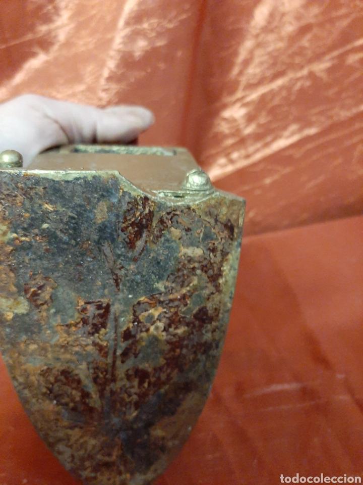 Antigüedades: Antigua plancha de hierro para restaurar con soporte. - Foto 3 - 199391545