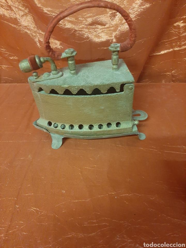 Antigüedades: Antigua plancha de hierro para restaurar con soporte. - Foto 4 - 199391545