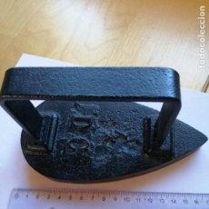 Antigüedades: ANTIGUA PLANCHA HIERRO COLADO NÚMERO 4 D C. Lote 199635046