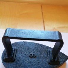 Antigüedades: ANTIGUA PLANCHA HIERRO COLADO NÚMERO 6. Lote 199635417