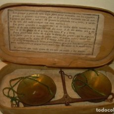 Antigüedades: ANIGUA BALANZA DE HIERRO FORJADO PARA PESAR MONEDAS DE ORO Y PLATA.CON CAJA ORIGINAL.. Lote 199774167