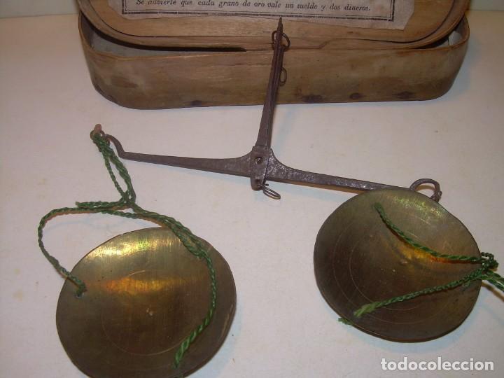 Antigüedades: ANIGUA BALANZA DE HIERRO FORJADO PARA PESAR MONEDAS DE ORO Y PLATA.CON CAJA ORIGINAL. - Foto 3 - 199774167