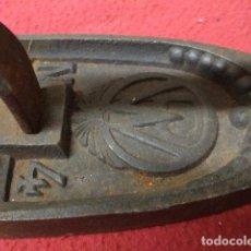 Oggetti Antichi: ANTIGUA PLANCHA DE CARBON W N4. Lote 199775171