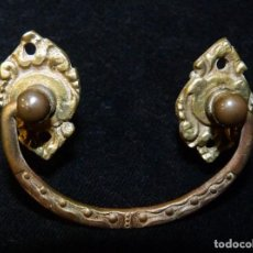 Antigüedades: ANTIGUO TIRADOR COMPLETO. BRONCE MACIZO 7X5 CM. MUEBLES, CAJÓN. AÑOS 20 . Lote 199811571