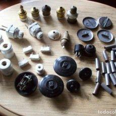 Antigüedades: LOTE DE 54 ACCESORIOS ANTIGUOS PARA INSTALACION ELECTRICA . EN CERAMICA , BAQUELITA Y METAL .. Lote 199845456
