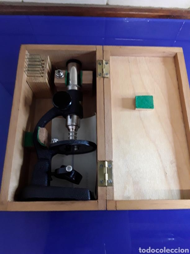 Antigüedades: Bonito microscopio antiguo con caja original y documentacion - Foto 5 - 199857325