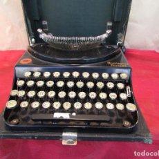 Antigüedades: MÁQUINA DE ESCRIBIR REMINGTON DEL AÑO 1928. PORTÁTIL. CON MALETA. PERFECTA. Lote 200088518