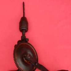 Antigüedades: TALADRO MANUAL ANTIGUO -TALADRO, BERBIQUÍ O TALADRADORA-. 50 CMS LONGUITUD CON LA BROCA. MIDE 42.75. Lote 200135878