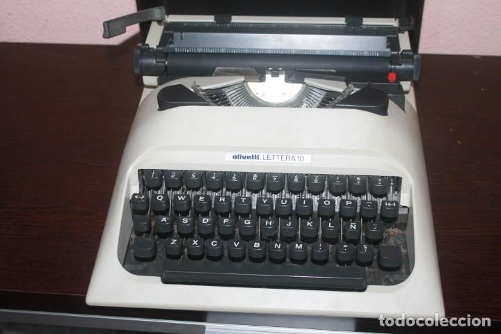 Antigüedades: maquila de escribir de la marca olivetti lettera 10 el estado es bueno - Foto 2 - 200185503