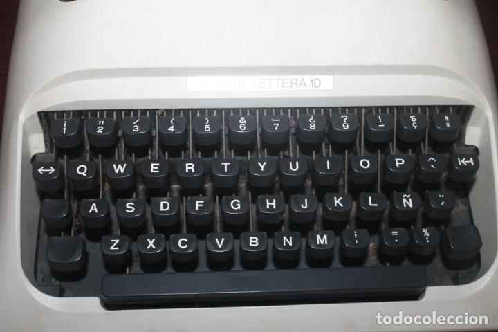 Antigüedades: maquila de escribir de la marca olivetti lettera 10 el estado es bueno - Foto 4 - 200185503