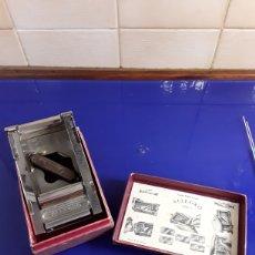 Antigüedades: ANTIGUA AFILADORA DE HOJAS DE AFEITAR ALLEGRO,CON SU CAJA ORIGINAL. Lote 200319720