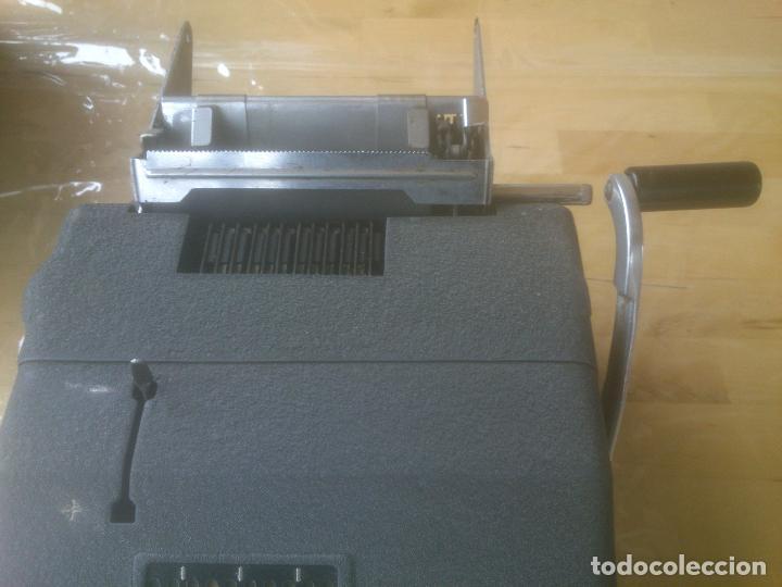Antigüedades: Calculadora de Comercio Manual marca Precisa Años 60 fabricada en Suiza. - Foto 3 - 200400522