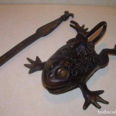 Antigüedades: BONITO CANDADO DE BRONCE CON SU LLAVE ORIGINAL.. Lote 200508201
