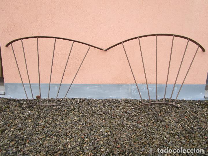 Antigüedades: Pareja de Barandillas - en Forma Curva - Reja Hierro Forjado - Ideal Decoración Consolas - S. XVIII - Foto 2 - 200509293
