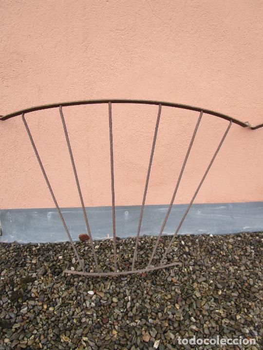 Antigüedades: Pareja de Barandillas - en Forma Curva - Reja Hierro Forjado - Ideal Decoración Consolas - S. XVIII - Foto 3 - 200509293