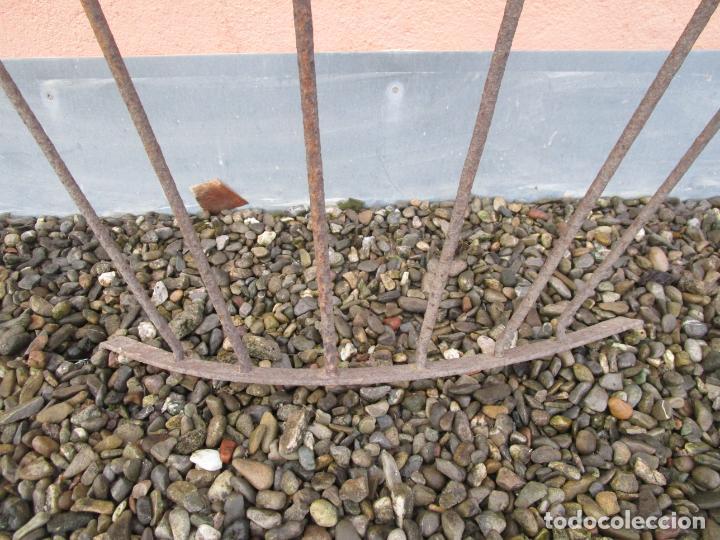 Antigüedades: Pareja de Barandillas - en Forma Curva - Reja Hierro Forjado - Ideal Decoración Consolas - S. XVIII - Foto 4 - 200509293