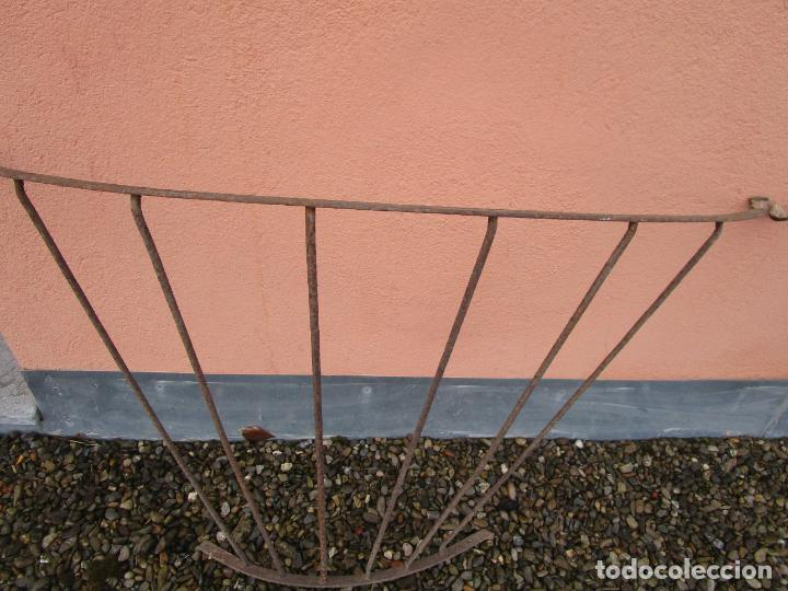 Antigüedades: Pareja de Barandillas - en Forma Curva - Reja Hierro Forjado - Ideal Decoración Consolas - S. XVIII - Foto 5 - 200509293