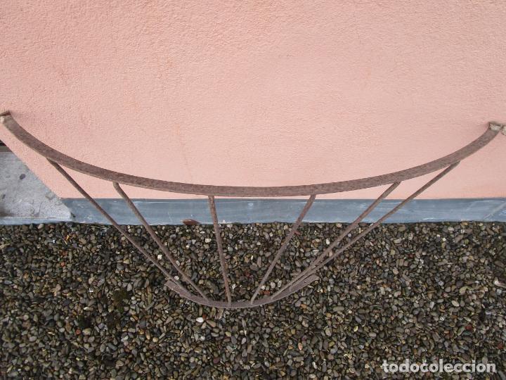 Antigüedades: Pareja de Barandillas - en Forma Curva - Reja Hierro Forjado - Ideal Decoración Consolas - S. XVIII - Foto 6 - 200509293