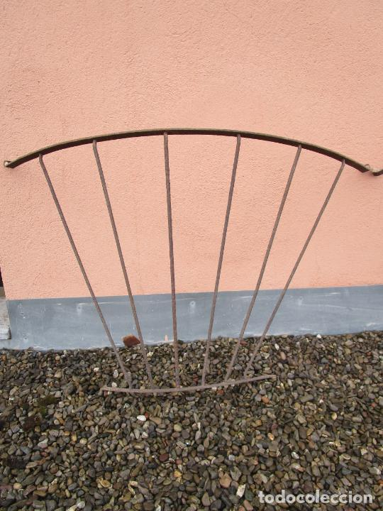 Antigüedades: Pareja de Barandillas - en Forma Curva - Reja Hierro Forjado - Ideal Decoración Consolas - S. XVIII - Foto 7 - 200509293