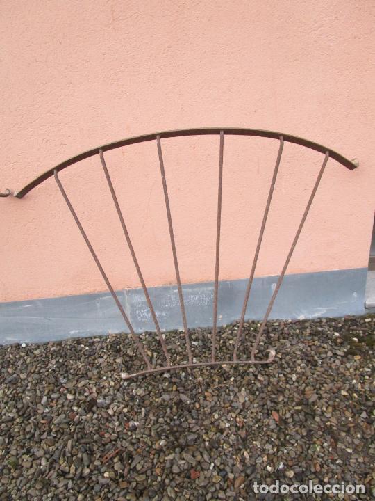 Antigüedades: Pareja de Barandillas - en Forma Curva - Reja Hierro Forjado - Ideal Decoración Consolas - S. XVIII - Foto 9 - 200509293