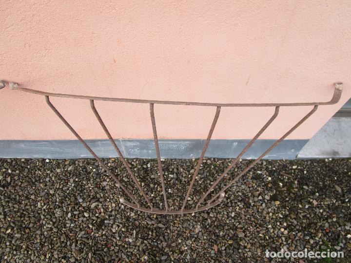 Antigüedades: Pareja de Barandillas - en Forma Curva - Reja Hierro Forjado - Ideal Decoración Consolas - S. XVIII - Foto 12 - 200509293