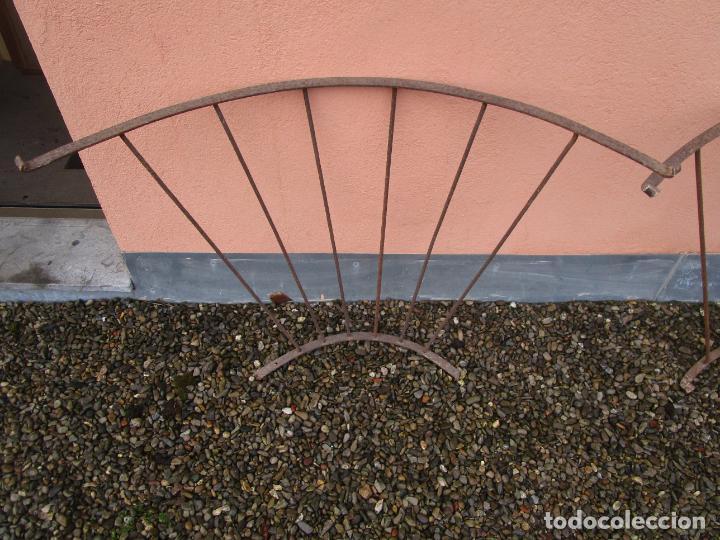 Antigüedades: Pareja de Barandillas - en Forma Curva - Reja Hierro Forjado - Ideal Decoración Consolas - S. XVIII - Foto 18 - 200509293
