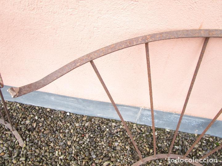 Antigüedades: Pareja de Barandillas - en Forma Curva - Reja Hierro Forjado - Ideal Decoración Consolas - S. XVIII - Foto 20 - 200509293