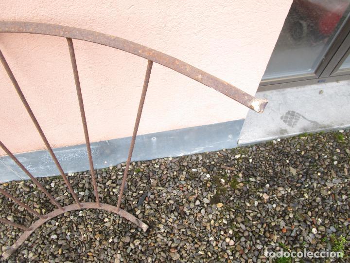 Antigüedades: Pareja de Barandillas - en Forma Curva - Reja Hierro Forjado - Ideal Decoración Consolas - S. XVIII - Foto 21 - 200509293