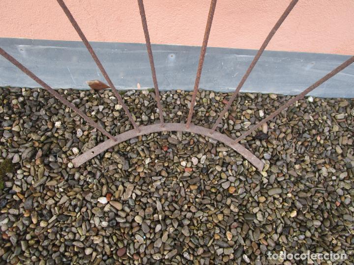 Antigüedades: Pareja de Barandillas - en Forma Curva - Reja Hierro Forjado - Ideal Decoración Consolas - S. XVIII - Foto 22 - 200509293