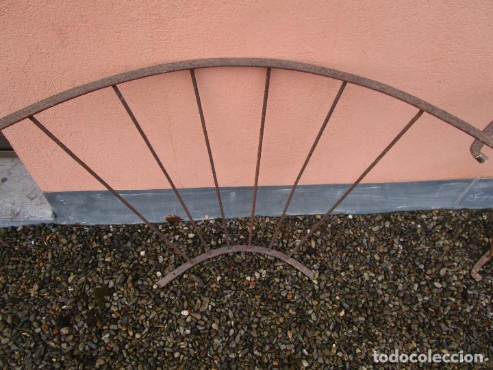 Antigüedades: Pareja de Barandillas - en Forma Curva - Reja Hierro Forjado - Ideal Decoración Consolas - S. XVIII - Foto 24 - 200509293