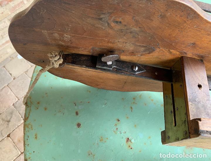 Antigüedades: MATERIAL MADERA ANTIGUO CARPINTERIA . SIERRA , ESCUADRAS .PERFILADOR .NOGAL. FORJA . 9 . - Foto 3 - 200638403