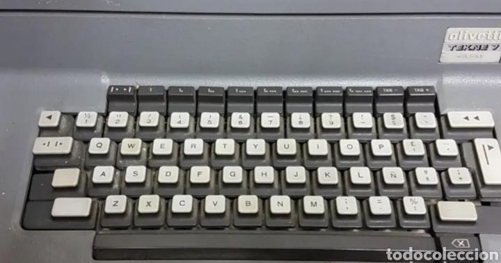 Antigüedades: Máquina de escribir eléctrica Olivetti Tekne 7 - Foto 4 - 200755753