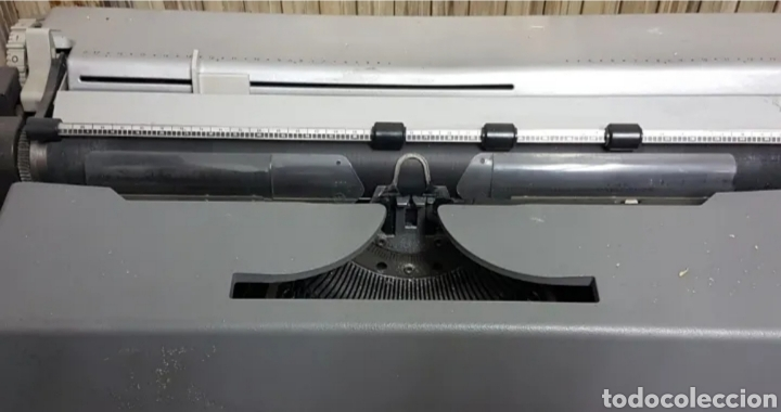 Antigüedades: Máquina de escribir eléctrica Olivetti Tekne 7 - Foto 5 - 200755753