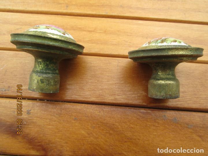 Antigüedades: TIRADORES POMO PORCELANA Y BRONCE - 12 EUROS UNIDAD - HAY DE 6 DE 33 MM Y 4 DE 38 MM - Foto 4 - 200767661