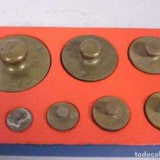 Antigüedades: ANTIGUO TACO CON PONDERALES , PESAS LATON DE 1 G A 200 G. Lote 201196817