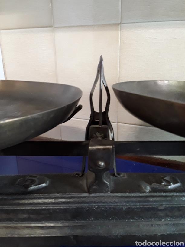 Antigüedades: Antigua báscula balanza de hierro fundido de 5kg - Foto 4 - 201198152